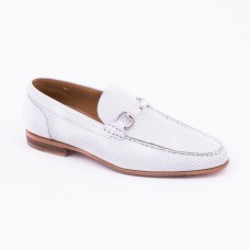 SM039 - White Shoes